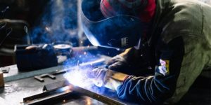 Aprender a soldar con Escuela Des Arts, estudiarás las diferentes técnicas de soldeo, como trabajar con ellas y los avances tecnológicos en materia de soldadura.