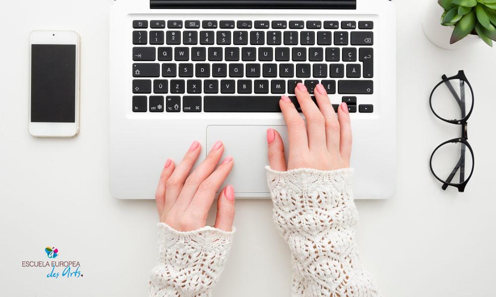 Descubre una profesión con futuro del marketing digital, el copywriting. Te explicamos en qué consiste y qué cualidades tiene.