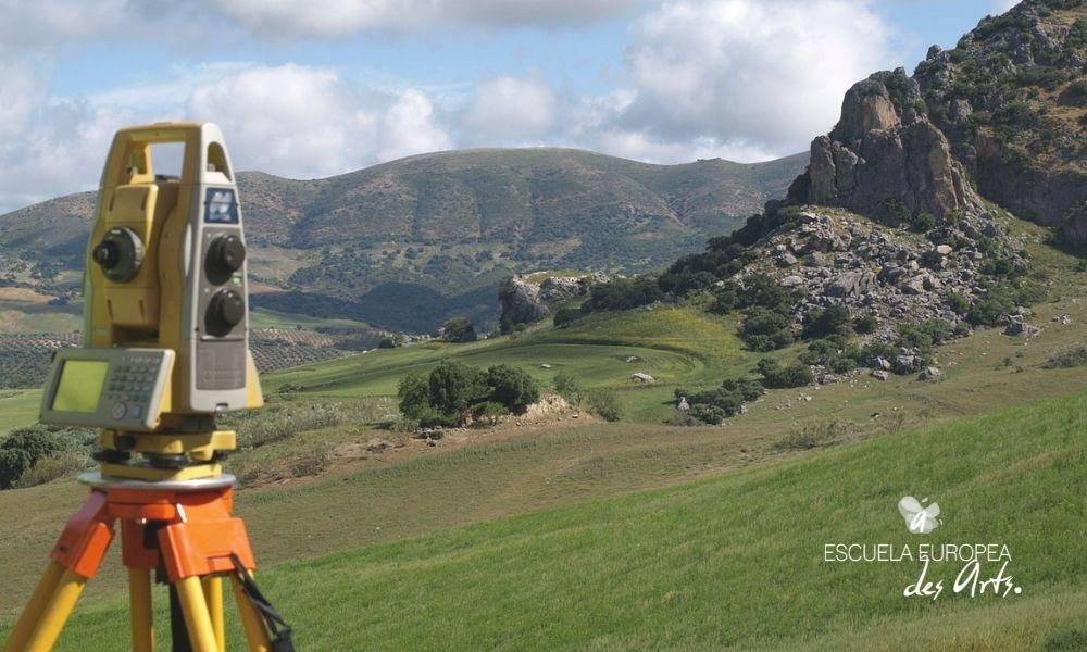 Conoce los equipos usados en topografía y su funcionamiento