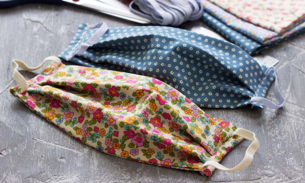 Te contamos en cuatro pasos cómo coser tu mascarilla de tela en casa