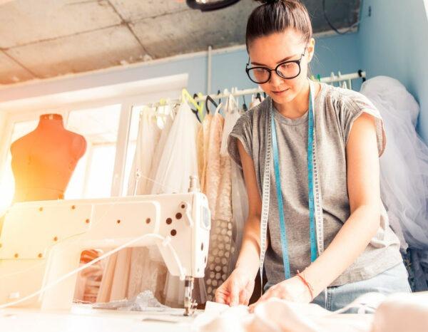 Con el Máster en Costura y Confección + Máster en Diseño de Moda adquirirás un conocimiento amplio sobre el sector textil y el estilismo de moda.