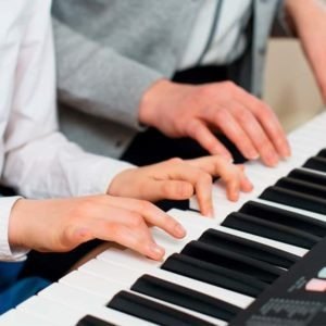 Especialízate con nuestro Máster Musicoterapia Online y aprende a maximizar el potencial de una persona mediante estímulos musicales.