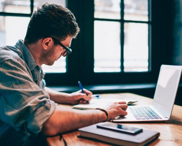 Máster en Escritura y Narración Creativa + Máster Experto en Redacción Editorial