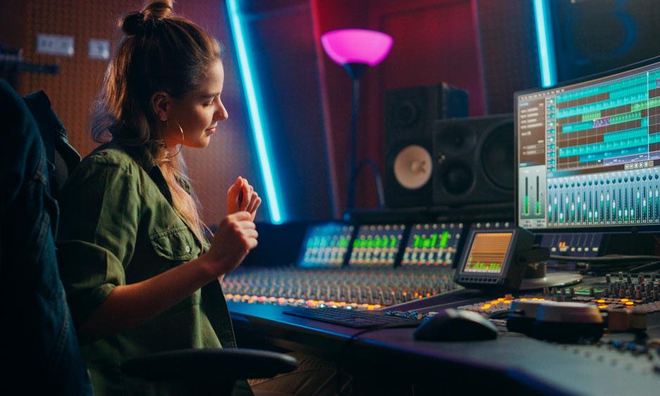 Para empezar, escoge una mesa de mezclas sencilla y un programa de edición de audio sencillo.