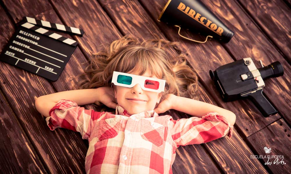 ¡Cine en casa! Descubre los tipos de películas que puedes descubrir según su publicación, público o género.